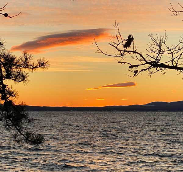The sunset over the lake on 1-12-21